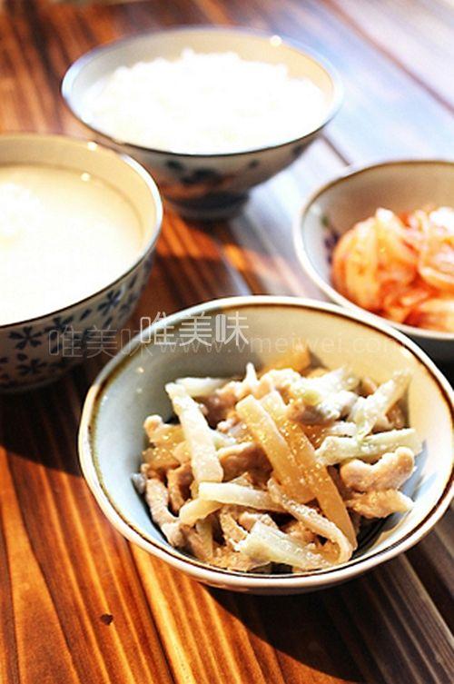 它是春芥菜成就的美味,炒菜吃馄饨都好吃 -【榨菜炒肉丝】